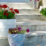 Květináče na zahradě